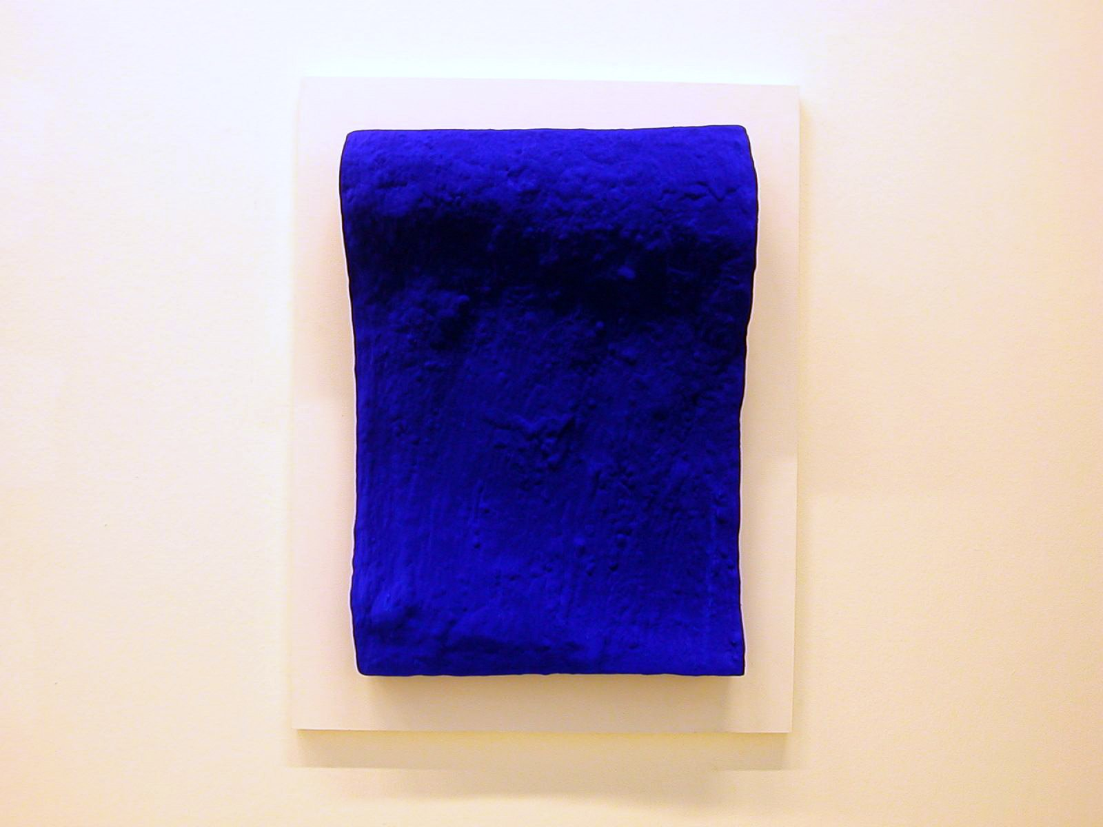 http://philippe.gambette.free.fr/Photos/MuseeArtModerneParis/Yves%20Klein%20-%20La%20vague%20-%20Pigment%20pur%20et%20resine%20synthetique%20sur%20bronze.jpg